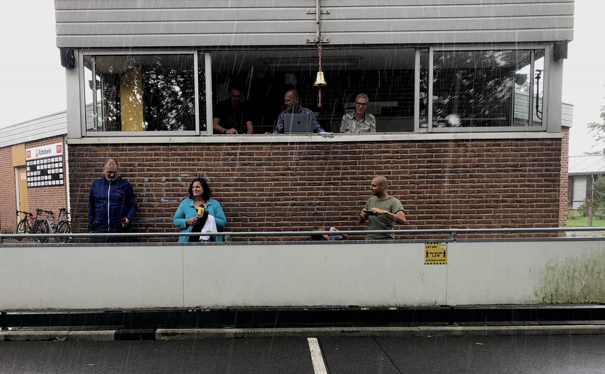 Geen ideale weersomstandigheden voor een snelle tijd tijdens de laatste individuele tijdrit van de Cycle Capital Time Trial Challenge voor Team NH bij DTS in Zaandam.